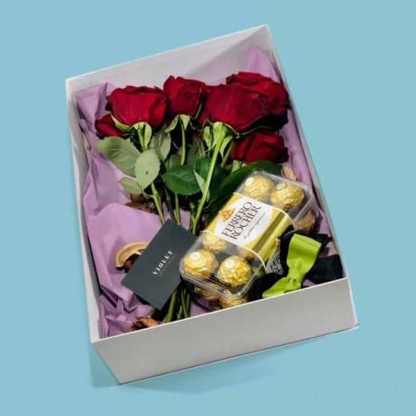 Цветы в коробке Подарочные коробки с доставкой