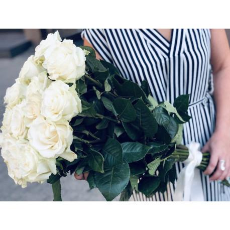 Rožu pušķis no 21 rozes - Baltais Rozes