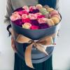 Ziedu kaste ar makarūniem