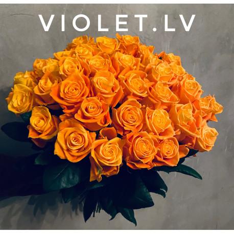 Oranžu rožu pušķis Rozes