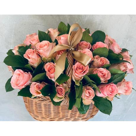 Цветочная корзина из 25 роз Корзины цветов
