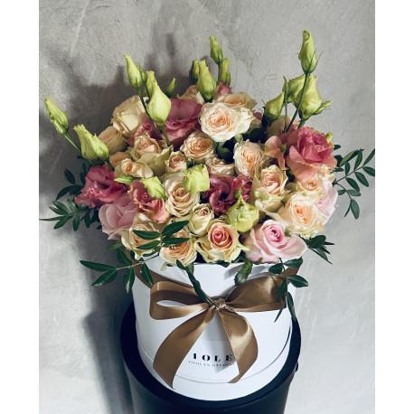 Mazā rozā rožu kaste Ziedu kastītes